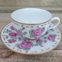 Tasse thé porcelaine Limoges décor roses anciennes et or