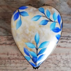 Porcelain heart box with...