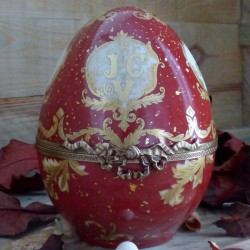 Egg box porcelain...
