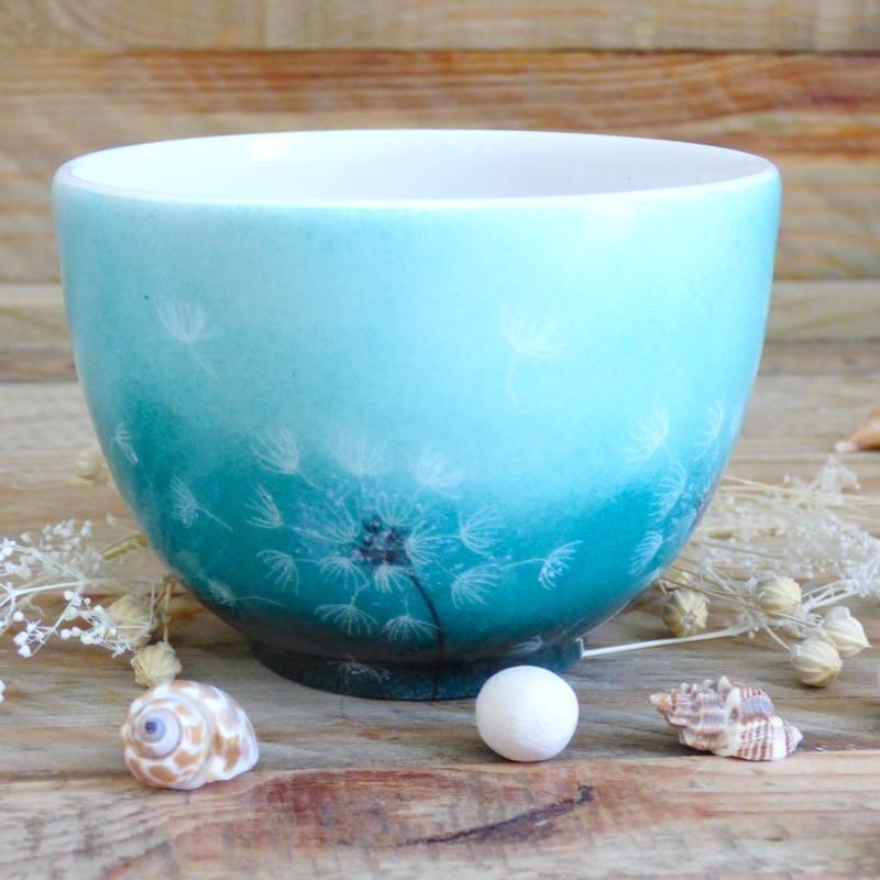 Petit bol à thé en porcelaine de Limoges décor pissenlit fond vert émeraude