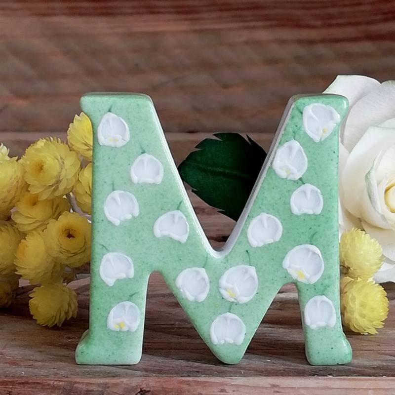 Lettre M porcelaine , cadeau mariage ou noces de muguet