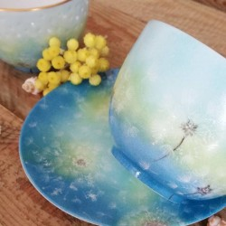 petit bol à thé en porcelaine fine de France décor peint main pissenlit