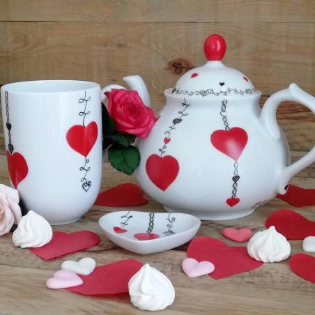 Ensemble thé porcelaine théière et mug cœur rouge