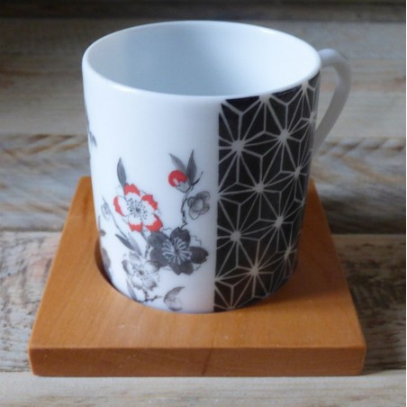 tasse café porcelaine décor fleur du japon noire et rouge