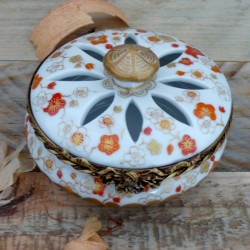 Porcelain box perfume...
