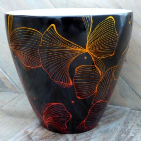 tasse porcelaine ou pot à bougie . Décor contemporain rouge et noir