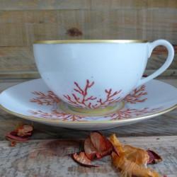 Tasse et soucoupe déjeuner porcelaine décor corail et or