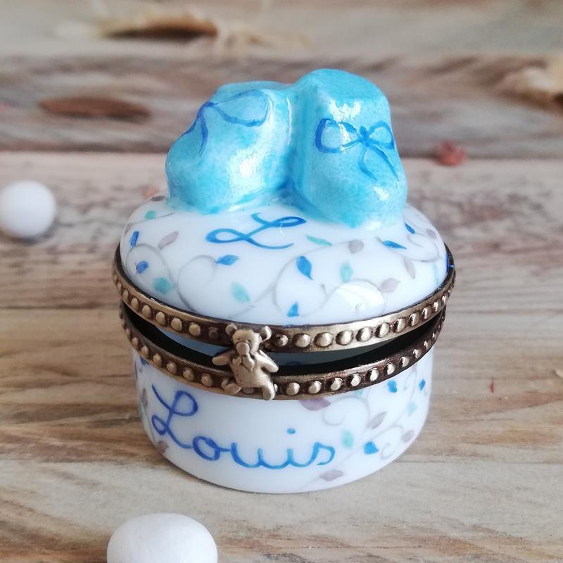 Boite à dents cadeau de naissance petits chaussons bleus
