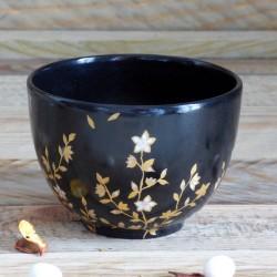 tasse thé ronde en porcelaine forme japon , décor noir et or