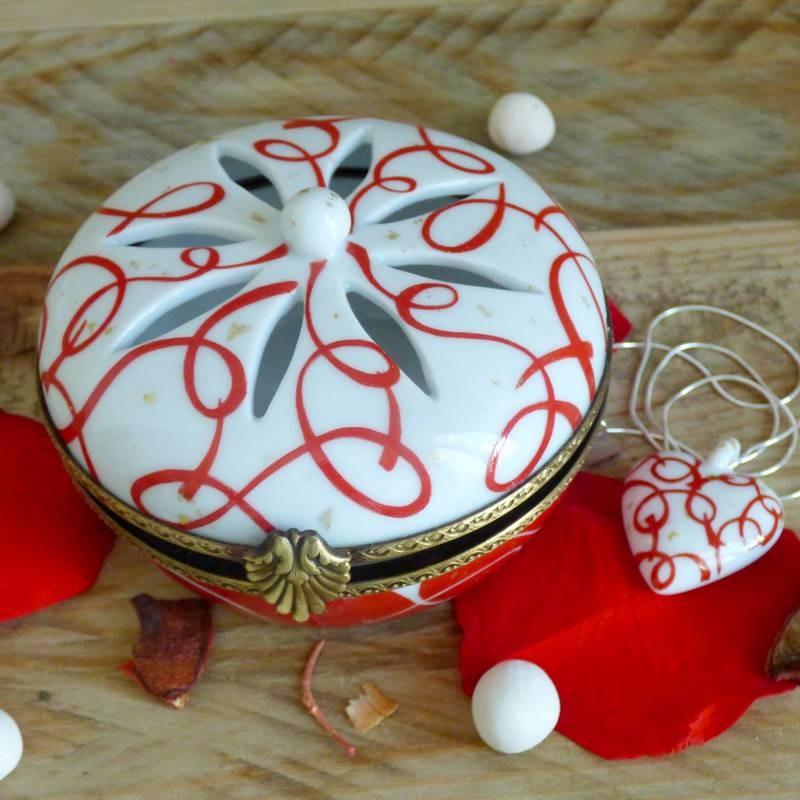 Boite et collier cœur assorti porcelaine rouge passion- Noces de Porcelaine