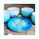 Assiette, petit bol à thé ou entremet... Moi j 'y mets des compotes ou des  crèmes. Et photophores pour une ambiance chaleureuse. Colore le monde, en bleu du ciel.... #colorelavie #bleuazur #bolàthé #porcelaine #madeinfrance🇫🇷 #artisanatdefrance