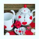 Un ensemble tea-time pour célébrer 20 ans de bonheur vient de quitter l 'atelier. L' amour est dans l 'air, la plus belle saison de l' année. De très belles dédicaces poétiques et amoureuses à inscrire sur nos porcelaines. 💕💕💕 #cadeaudemariage #nocesdeporcelaine #20ansdemariage #porcelainedelimoges #savoirfairemadeinfrance #artisanatfrancais #coeurrouge