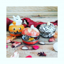 Un petit clin d' œil pour #halloween. Nos petites boites citrouille pour y glisser quelques bonbons au poivre peut-être ou.... une jolie bague. Sur notre boutique en ligne. #porcelainedelimoges #boiteapilules #collectionboite #artisanatfrancais #halloween🎃 #halloweenitems #cadeaupersonnalise