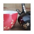 La pause tea time peut se décliner en rouge profond aussi. Et mon rouge vous l 'aimez mon beau rouge profond ?.. 😉 #artisanatdefrance #thejaponais  #théièreporcelaine  #porcelainedeLimoges #frenchporcelain #teatime🍵 #cadeaumariage