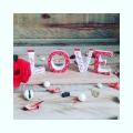 Un Amour de matière, la belle porcelaine blanche de Limoges. Peinte à la main pour déclarer sa flamme.  Devenez poète... #porcelainedeLimoges  #penselainier #cadeaumariage #nocesdeporcelaine #love #amour #rougepassion❤️ #metiersdart @alphaporcelaine