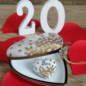 Boite coeur en porcelaine au décor feuilles d'or cadeau noces de porcelaine