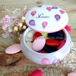 boite dragées porcelaine décor ballons roses et violets - cadeau naissance prénom