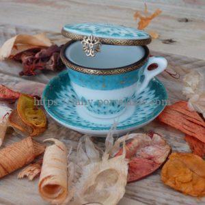 boite miniature porcelaine- petite tasse et soucoupe peinte à la main