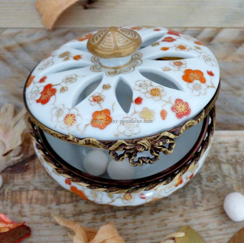 Boite porcelaine décor fleurs du Japon