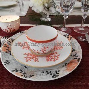 service de table assiette porcelaine Limoges décor végétal et corail
