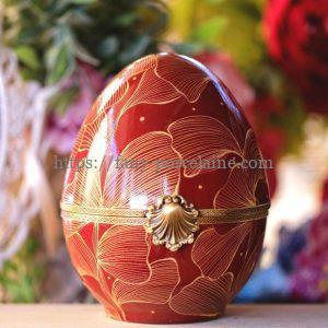 Oeuf porcelaine décor roug et or - Objet décoration unique