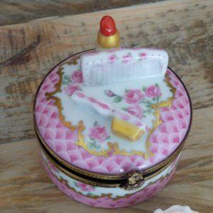 boite à pilules porcelaine miniature rouge à lévres et brosse