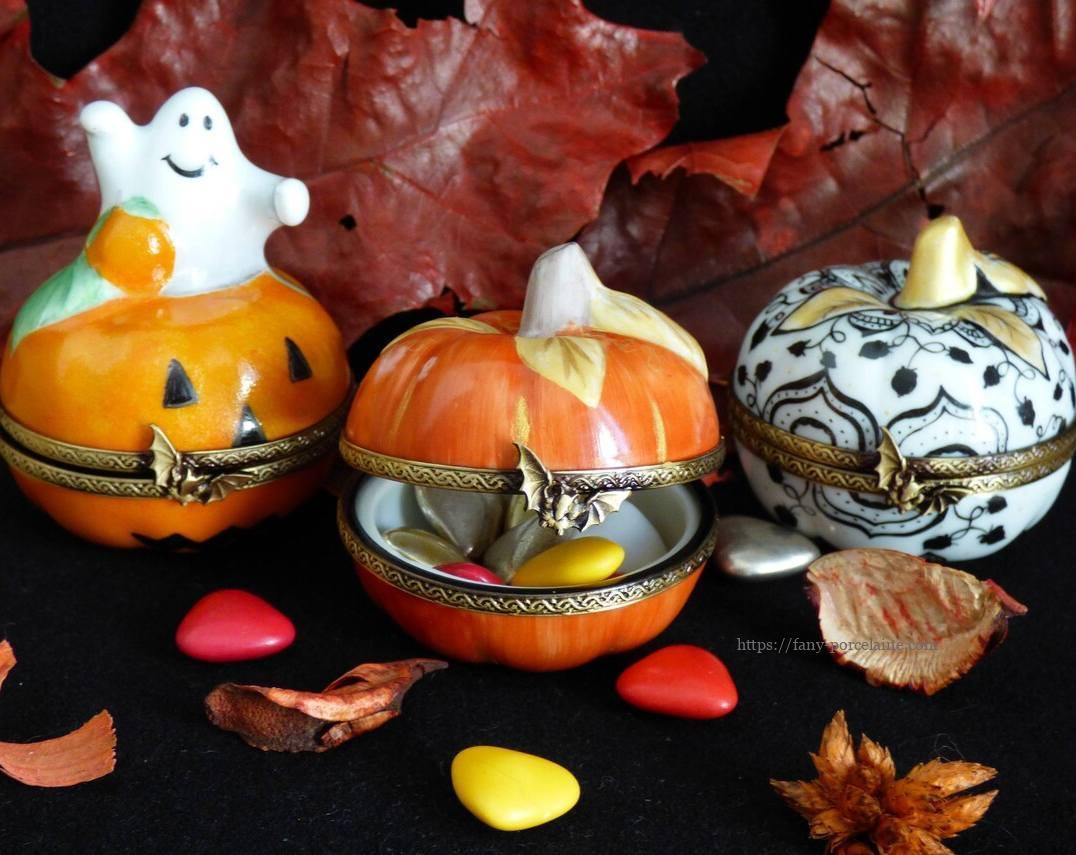 collection de boite s à pilules en porcelaine sur le thème Halloween